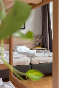 A bed or beds in a room at Gartl Apartments Vienna