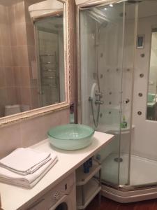 A bathroom at Apartments Gorskiy