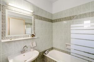 A bathroom at Alkionis Beach