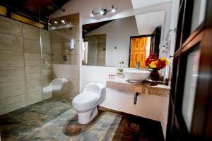 Un baño de La Campana Hotel Boutique