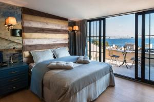 A bed or beds in a room at Sublime Porte Hotel