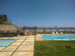 The swimming pool at or near Apartamento de Playa