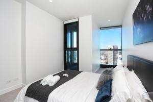 A bed or beds in a room at Eporo Tower