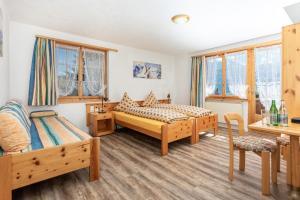 Ein Bett oder Betten in einem Zimmer der Unterkunft Hotel Gravas Lodge