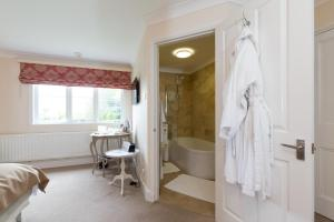 A bathroom at Whitethorn Bed and Breakfast