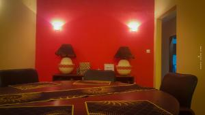 A seating area at Mayombe Apt