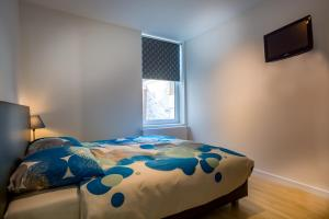 Een bed of bedden in een kamer bij Boven de ijsjes