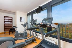 The fitness centre and/or fitness facilities at Hotel Frankfurt Messe managed by Meliá