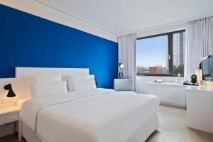 A bed or beds in a room at Hotel Frankfurt Messe managed by Meliá