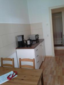 A kitchen or kitchenette at Apartment Schulz
