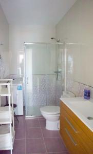 A bathroom at Apartamentos Playas de Noja