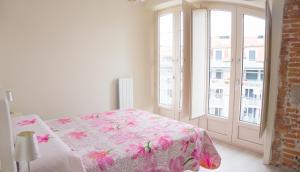A bed or beds in a room at Apartamentos Playas de Noja
