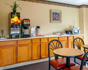 A restaurant or other place to eat at FairBridge Inn Express Chesterton
