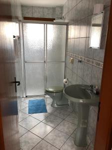 A bathroom at Apto Universidade