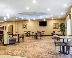 A restaurant or other place to eat at Comfort Suites Cicero - Syracuse North