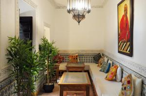 The lobby or reception area at Riad Al Mamoune