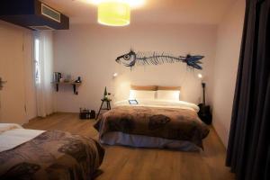 Кровать или кровати в номере Rumours Inn
