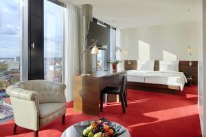 Ein Bett oder Betten in einem Zimmer der Unterkunft Empire Riverside Hotel
