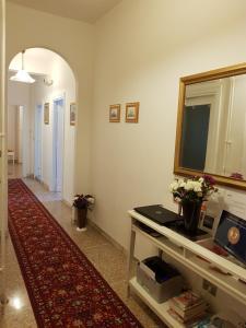 Télévision ou salle de divertissement dans l'établissement Andreina a San Pietro Apartment