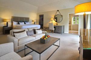 A seating area at Fairmont Royal Pavilion Barbados Resort