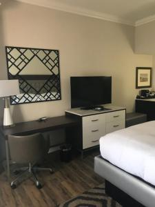 A television and/or entertainment center at Hilton Saint Augustine Historic Bayfront