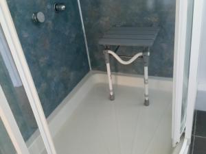 A bathroom at À côté cottage