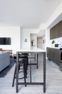 A kitchen or kitchenette at The Guild Downtown | X Miami