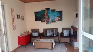 Ein Sitzbereich in der Unterkunft Ferienhaus Bad Waltersdorf