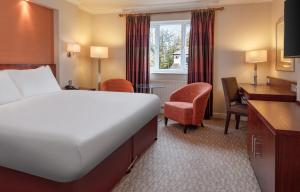 A bed or beds in a room at DoubleTree by Hilton Forest Pines Spa & Golf Resort
