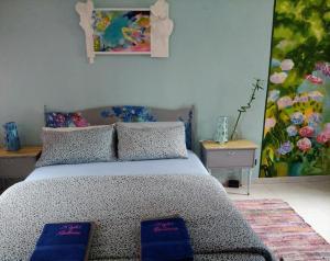 Un ou plusieurs lits dans un hébergement de l'établissement Night Galleria - bed & art