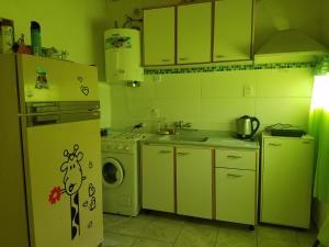 A kitchen or kitchenette at Alojamiento San Rafael 3