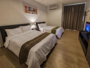 A bed or beds in a room at Luxfort 118 Service Suites