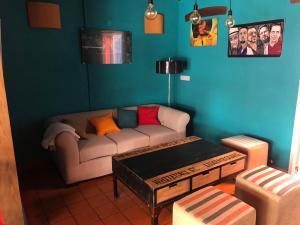Un lugar para sentarse en La Deseada Hostel