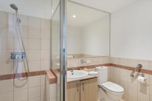 A bathroom at The Peninsula Riverside Serviced Apartments