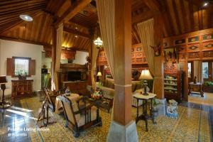 The lounge or bar area at Ubud Syailendra Villas