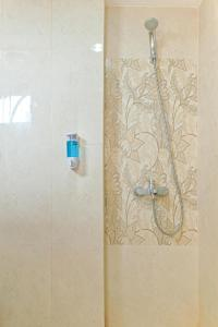 A bathroom at Literooms Bekasi