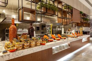 مطعم أو مكان آخر لتناول الطعام في نوفوتيل ترابزون