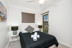 A bed or beds in a room at 3/60 Lawson Street ,Byron Bay- Seabreeze