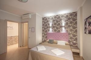 A bed or beds in a room at Rome Kings Suite