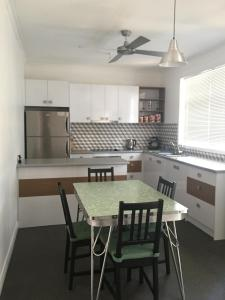 A kitchen or kitchenette at Black Cat Retreat holiday home