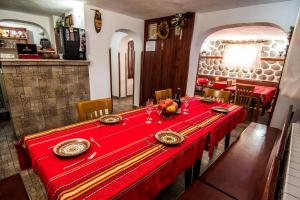 A restaurant or other place to eat at Vien Guest House