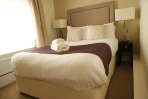 A bed or beds in a room at New Bath Hotel & Spa