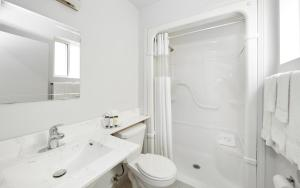 A bathroom at The Falls Hotel & Inn