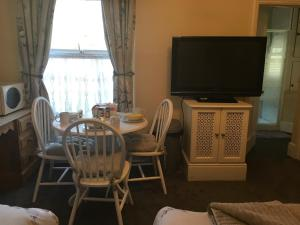 A television and/or entertainment center at Oak Tree Guest House