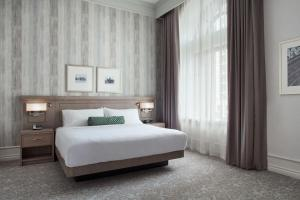 A bed or beds in a room at Delta Hotels by Marriott London Armouries