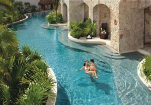 Бассейн в Secrets Maroma Beach Riviera Cancun - Adults only или поблизости