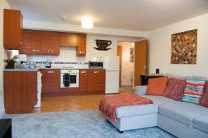 A kitchen or kitchenette at Bolton Executive Apartment