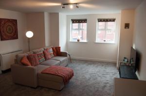 A seating area at Bolton Executive Apartment