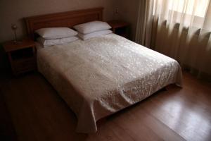 Кровать или кровати в номере Дом сказочника