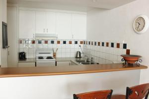 A kitchen or kitchenette at 1/33-35 Fletcher lane - A Beautiful Flat